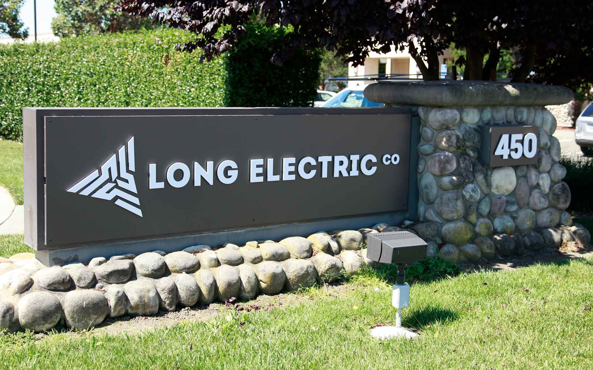 Long Electric sign, view from the street